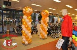 Ballonnen pilaar met gouden topballon 50