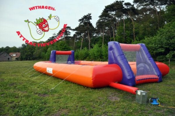 Human table soccer voetbalspel