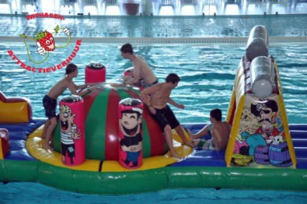 water piraten hindernisbaan huren