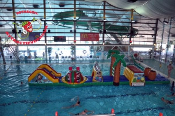 zwembad hindernisbaan piraten thema