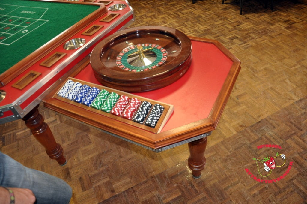 Roulette Tafel Huren : Mobiele roulette tafel huren withagen attractieverhuur