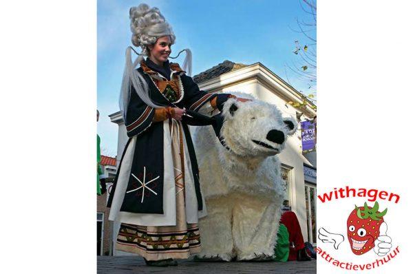 Winterkoningin met Snowy de ijsbeer