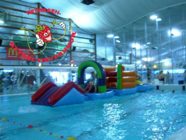 Zwembad hindernisbaan aquafun