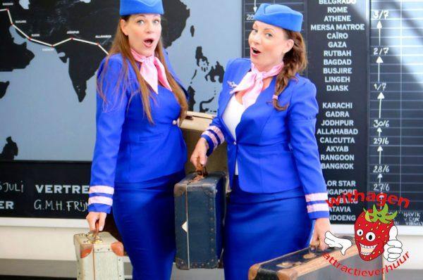Zingende stewardessen