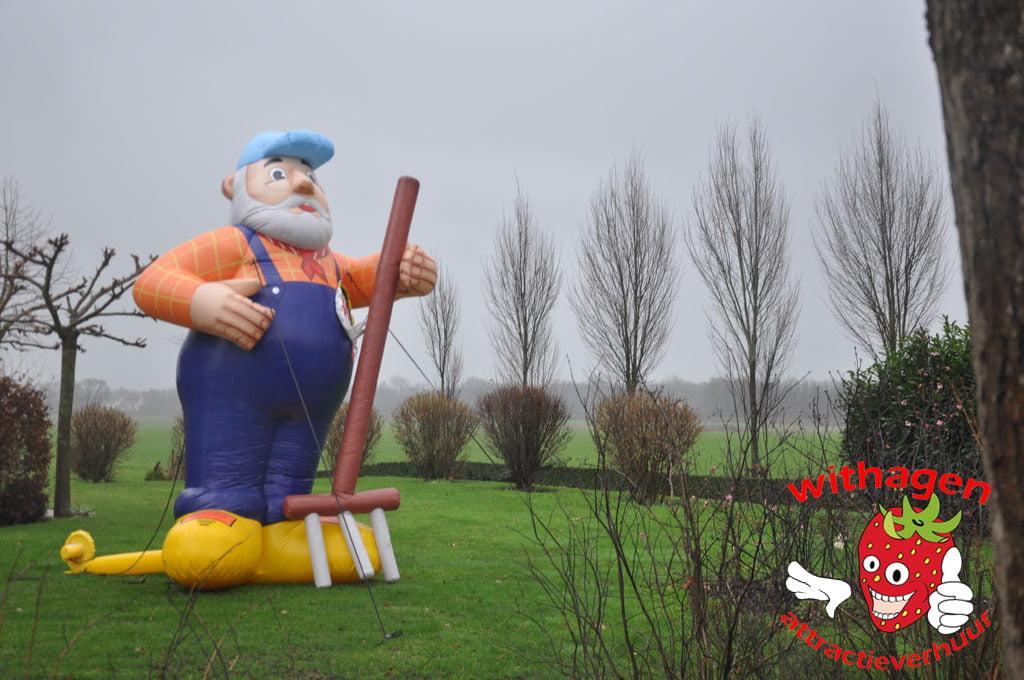 Boer Abraham in tuin