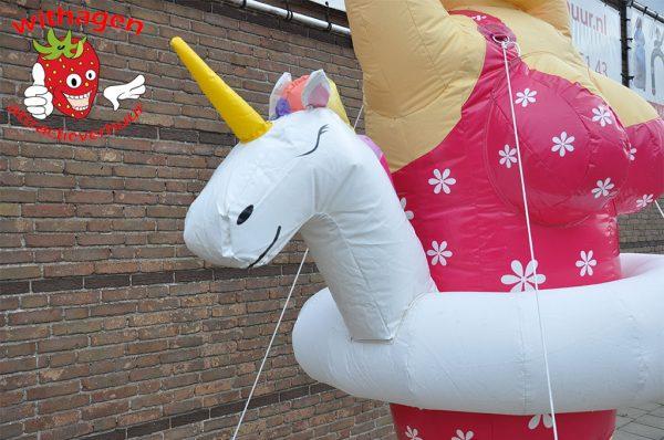 Sarah met unicorn